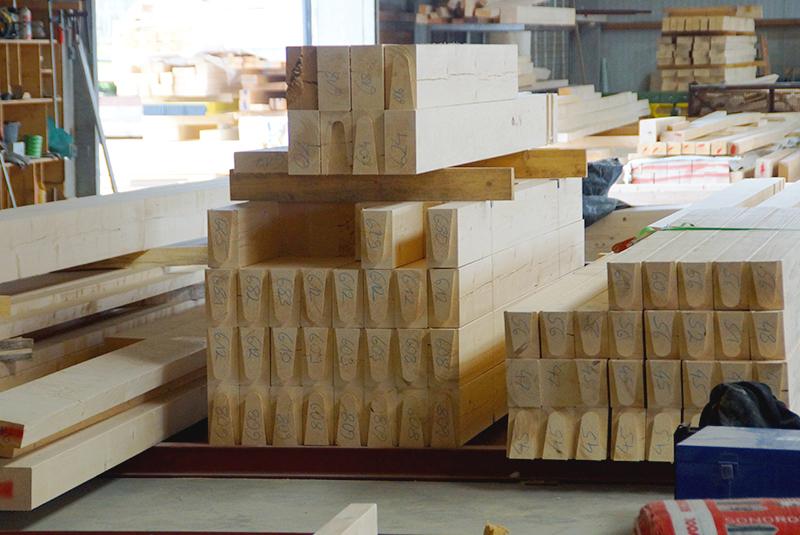 Bauchronik Rothenburg Lignum. Herstellung der Wandelemente im Werk