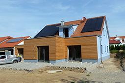 Wohnhaus mit Holzfassade