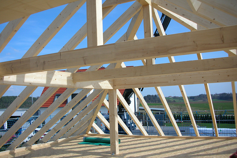 Moderner Bungalow in Holzbauweise Dachstuhl Zimmerei Mohr