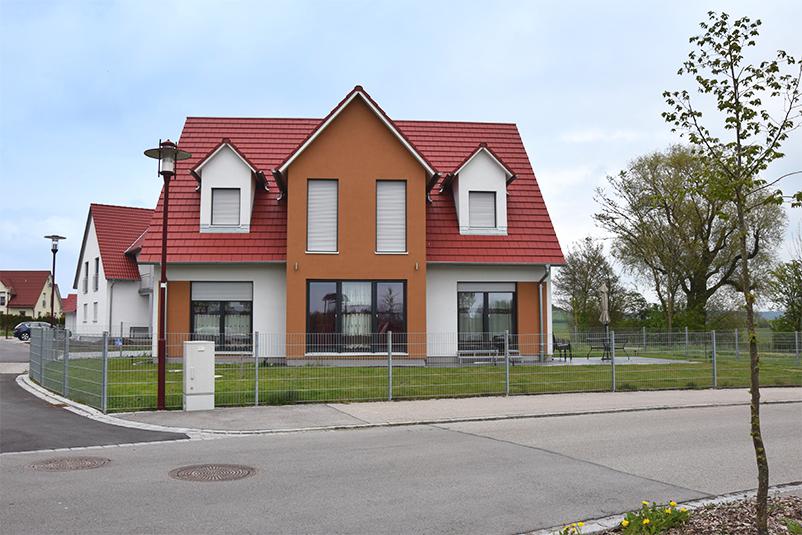 Einfamilienhaus mit Zwergbau Herrieden