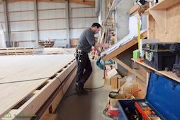 Zimmerer fertige Balkenlage Holzbau