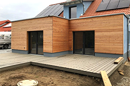 Holzhaus Neubau mit Erker
